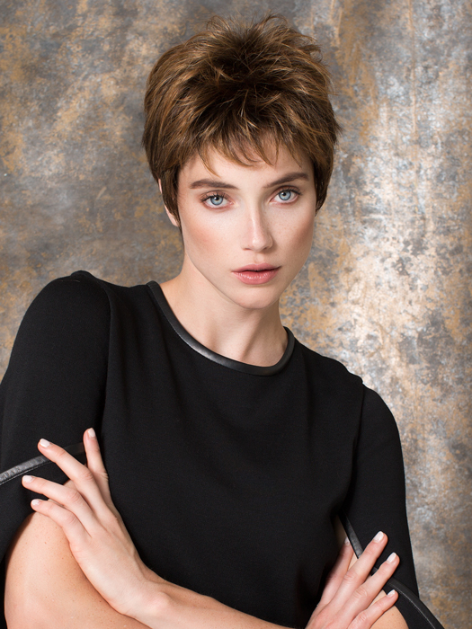 A cute, short style that's fantastically feminine | Color: Hazelnut-Rooted