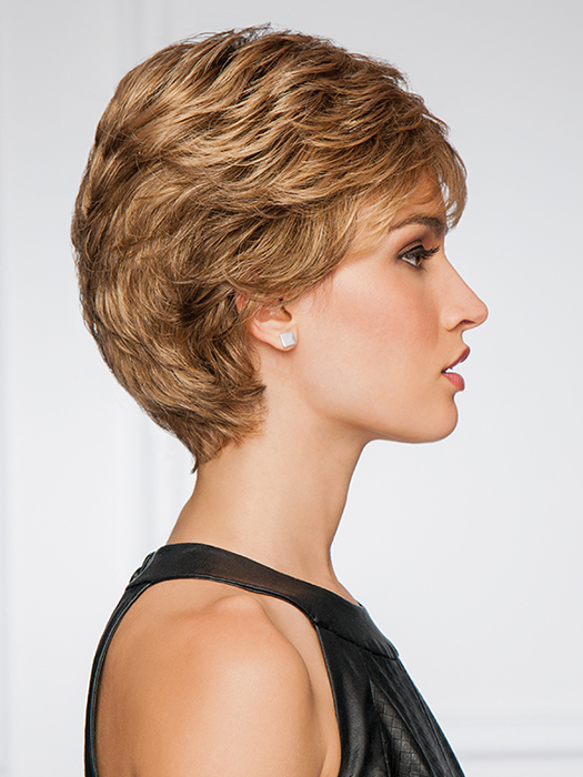 Short cut with all-over layered waves | Color: GL14/16