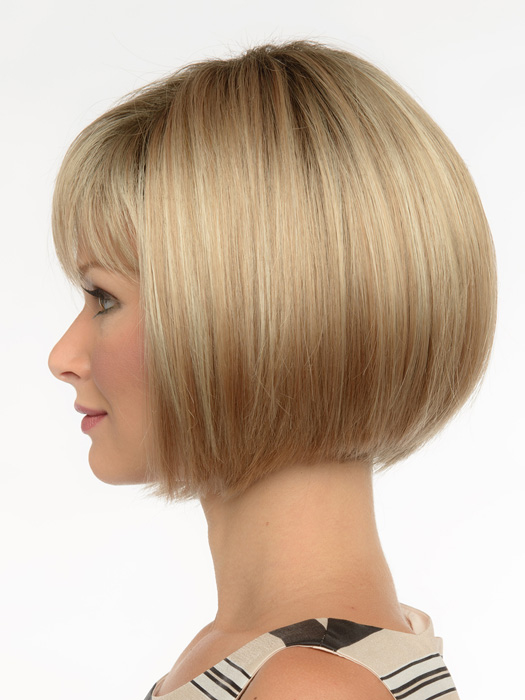 Straight choppy layering adds a chic appearance to this classic cut. | Color: Sparkling Champagne