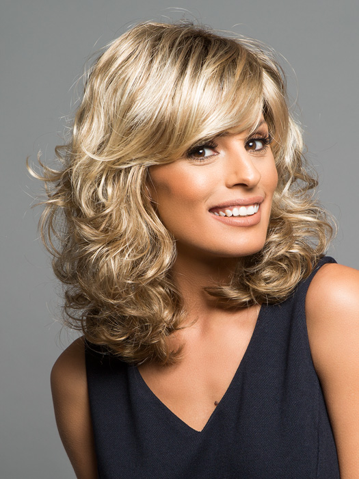 All-over curls with a smooth bang | Color: 12FS8