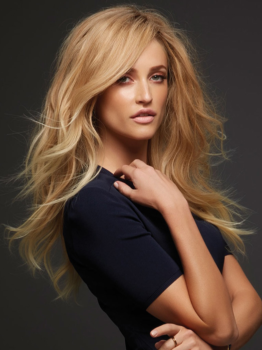 Side part with texture adds an effortless style | Color: 27T613S8