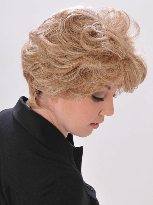 A hand-tied cap allows natural movement and volume | Color: 10/16